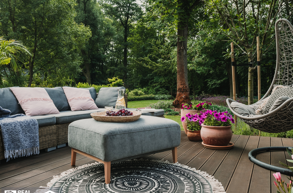Should You Provide Outdoor Furniture to Your Tenants?